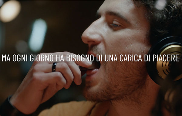 Pocket Coffee sceglie Leo Burnett e va in tv con lo spot 'Caricati di piacere'